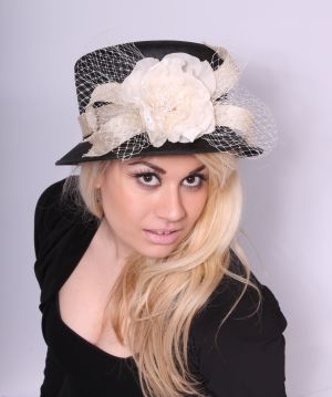 Retro inspired ladies hat
